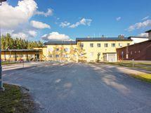 Uusi koulu on muutaman sadan metrin päässä.