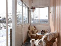 Lasitettu terassi; käynti kodinhoitohuoneesta