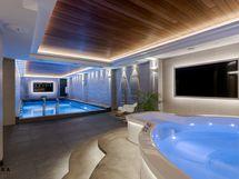 Poreallas, uima-allas ja TV-screenit
