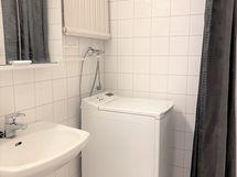 KPH, pesukone käytettävissä
