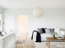 Olohuone ja yksi makuuhuoneista