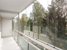 Huoneiston lasitettu parveke