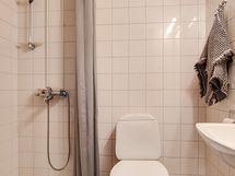 Yläkerran kylpyhuone / Övre våningens badrum