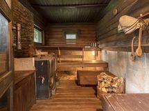 Sauna ja pesutila erillisessä rakennuksessa