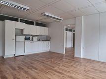 huone 26,5m2, jossa oma keittiö