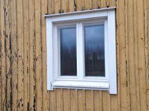 Ainakin tämä ikkuna uusittu.