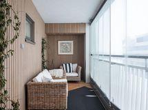 Makuuhuoneen yhteydessä sijaitseva parveke