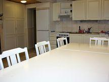 Alakerrassa keittiö