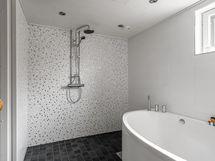 Kylpyhuone ja amme